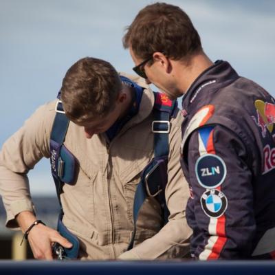 VIDEO: Má to těžší pilot nebo bobista?
